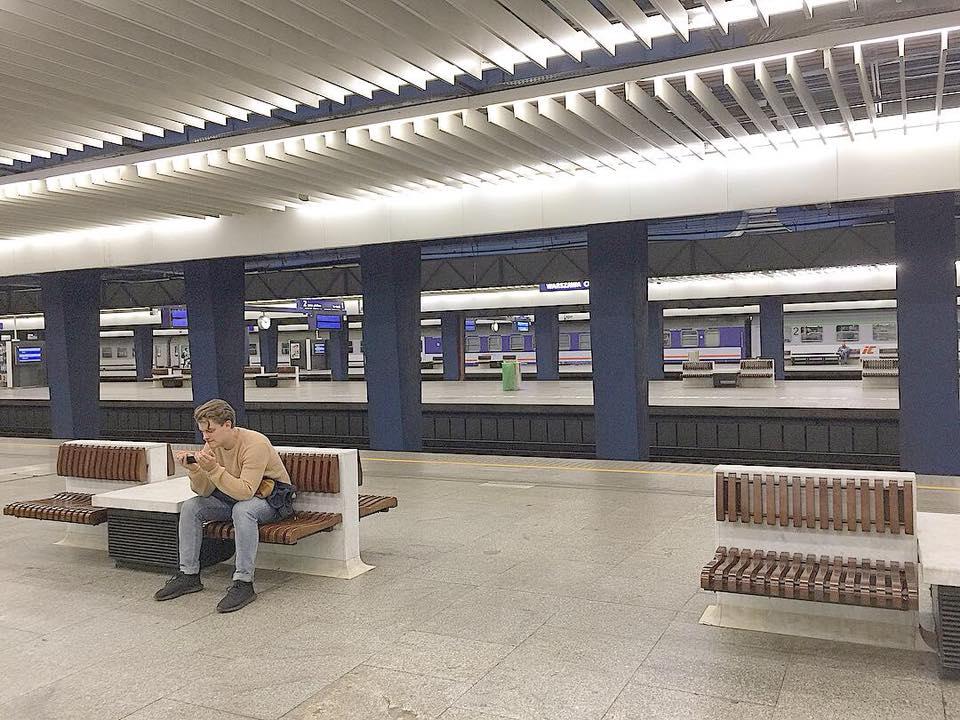 waw train platform