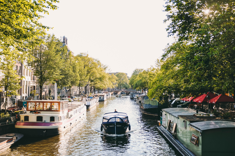 阿姆特丹運河美景/ adrien-olichon-yXD-lhp51og-unsplash