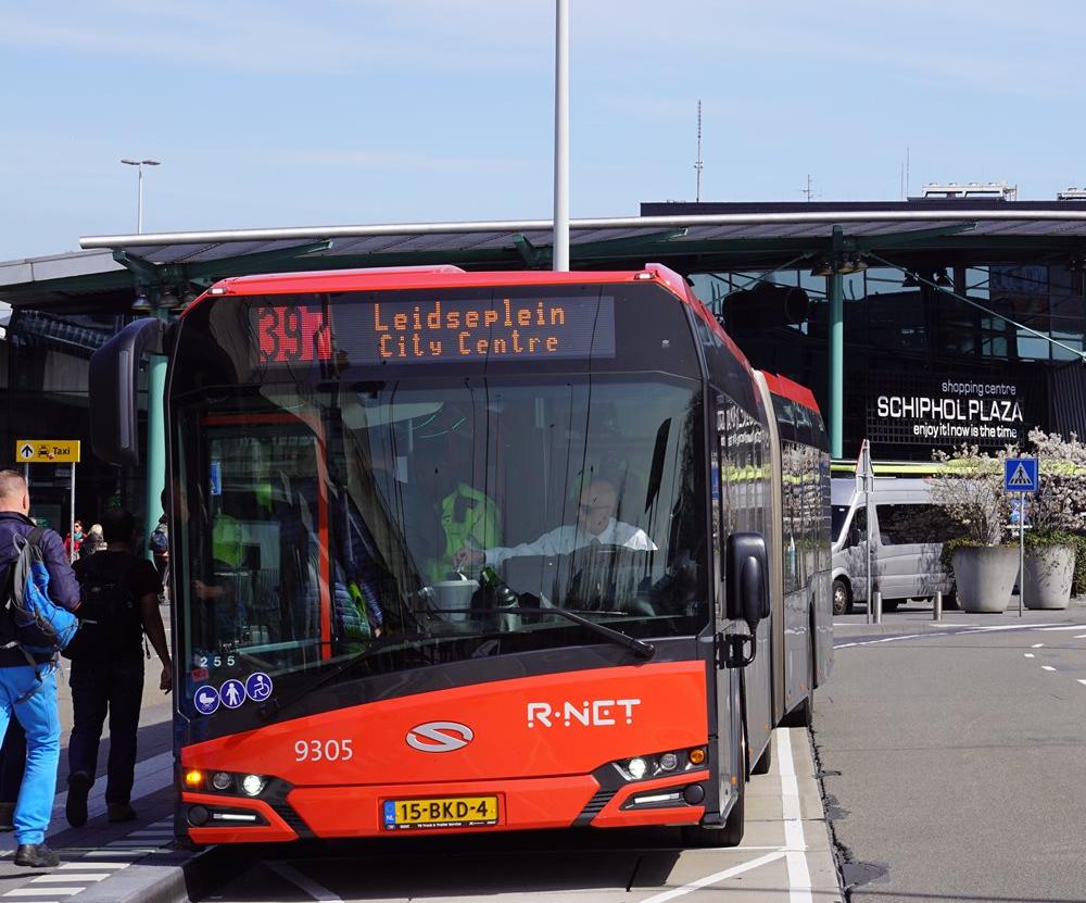 阿姆斯特丹機場巴士 397或N97 搭車位置在B17站牌