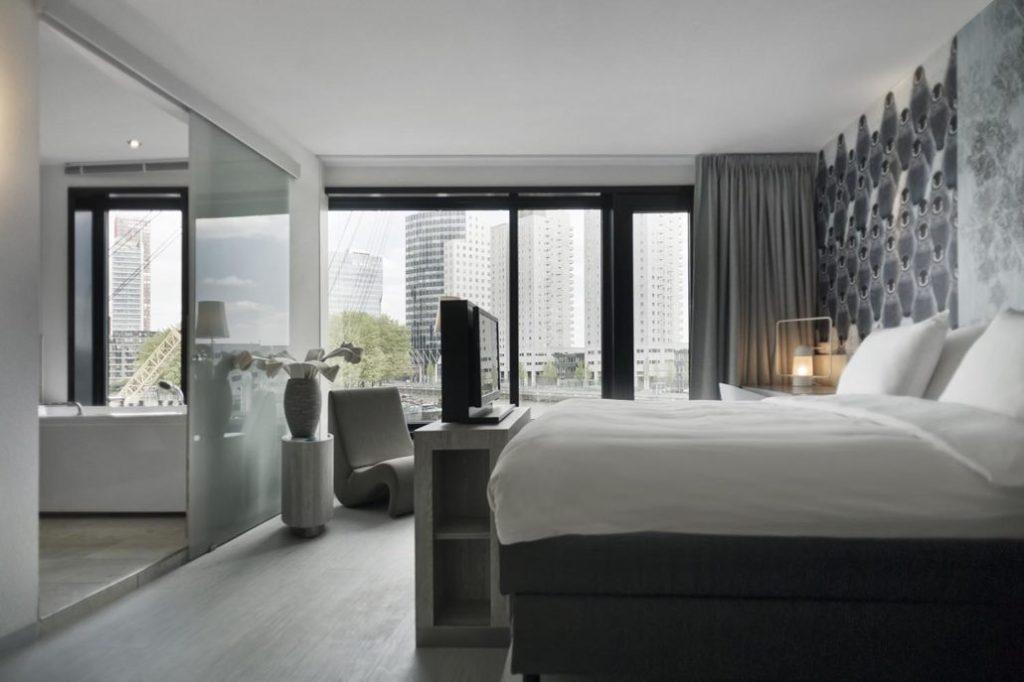 特大床- 鹿特丹住宿推薦:梅恩波特設計酒店/ 圖片來源 Mainport Design Hotel
