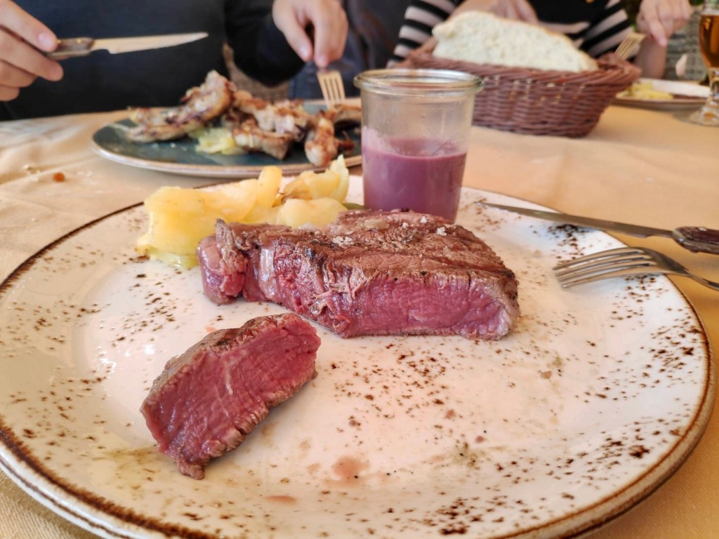 鮮嫩多汁的牛排/帕托內斯餐廳 Restaurante Rey De Patones