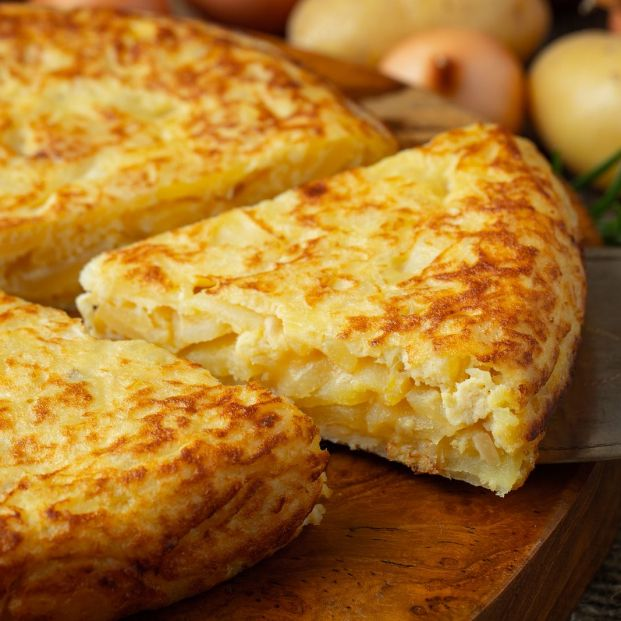 西班牙烘蛋 tortilla de patatas _ bigstock-spanish-omelette-with-potatoes-351100148_1_621x621